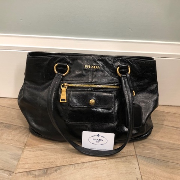 aca77d41ccdd Prada Daino Medium Leather Tote Bag - Authentic. M 5c3ad70f8ad2f9746d6c3b9c